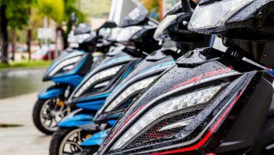 Motos-aparcadas