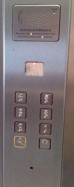 Botonera con teléfono de emergencia
