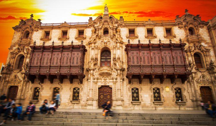Plaza-de-armas-en-Lima